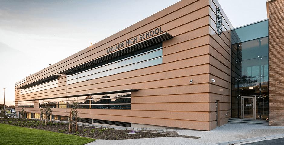 Trường trung học Adelaide là trường trung học phổ thông đầu tiên tại bang Nam Úc.